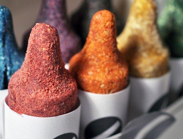 Fraises séchées et framboises pour le rouge, carotte et abricot pour l'orange, kiwi et pistaches pour le vert, amandes et pruneaux pour le brun. Voici quelques délicieuses couleurs que propose CRAYON, la création de la société LUXIRARE.