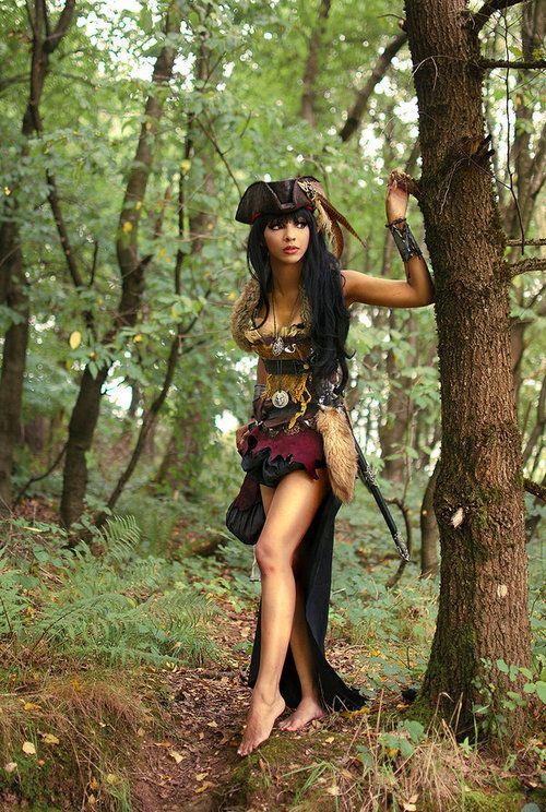 https://s-media-cache-ak0.pinimg.com/736x/d1/8c/72/d18c72f286c5410277ebc48dd06f8dd5--steampunk-pirate-sexy-steampunk.jpg