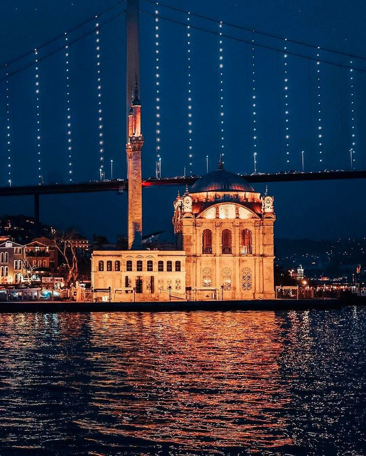 Istanbul has so many different sides to it, but the Ortakoy Mosque lit up at night as the bridge across continents lights up behind it, is surely one of the most breathtaking. ⠀ ⠀ :katia_mi_/IG