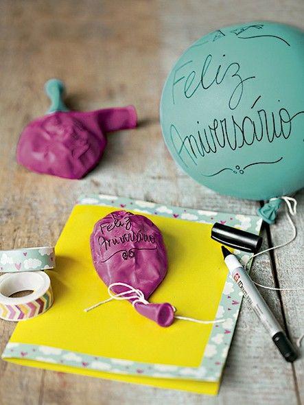 A bexiga decorada com caneta permanente deixa o cartão de aniversário mais divertido. A ideia também serve para inovar nos convites   Decor #recebercomcharme