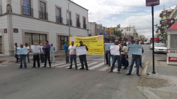 Bloquean taxistas de la SITAA calle Aldama y Vicente Guerrero por nula respuesta…