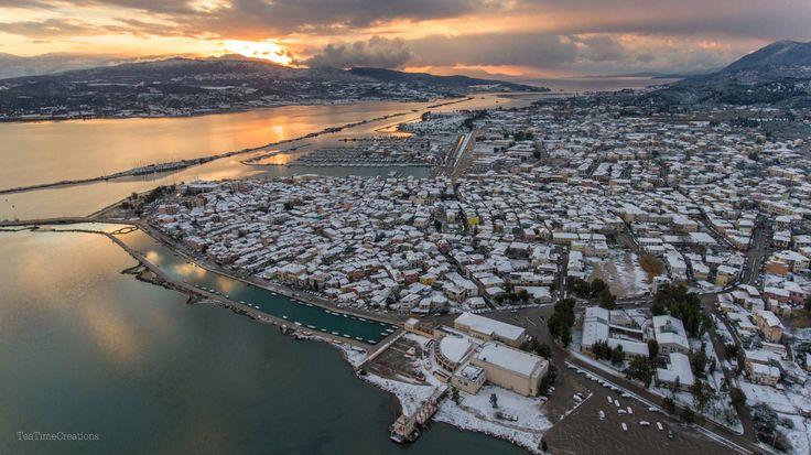 Η Πόλη της Λευκάδας χιονισμένη. Μια εξαιρετική αεροφωτογραφία της Tea Time Creations. 10/01/2017.