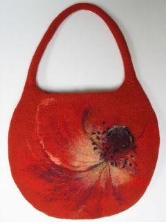 Renatos veltinis/Renata felt: Rankinė. Raudona gėlė