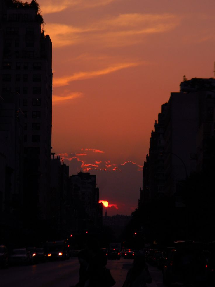 http://halimedes.tumblr.com/post/30335142362    centroids:    sunset in manhattan  not a single touch of editing has been done