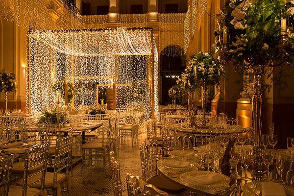 Decoração de casamento contemporânea com luzinhas