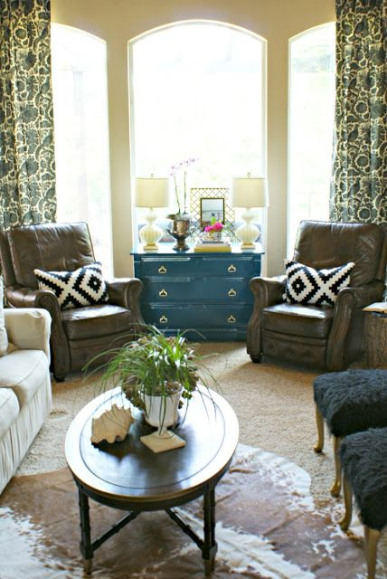 Best 25 bay window decor ideas on pinterest bay window for What furniture to put in a bay window