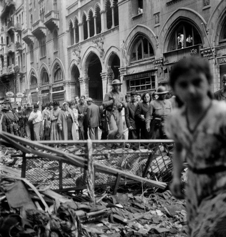"""""""@istanbulkabusu: İstiklal Caddesi (6-7 Eylül 1955. Yıldız Moran) pic.twitter.com/qveCQCDBMw"""" @baskomsernevzat hayat degil insanlar acimasiz..."""