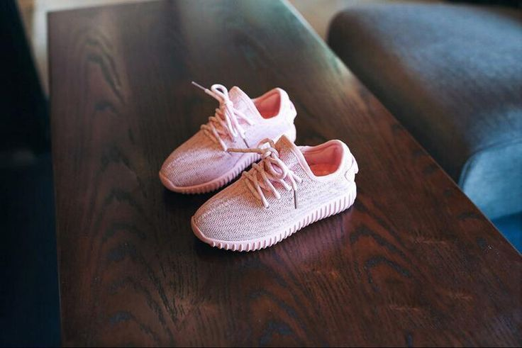 Discount Cheap Kids Yeezy 350 Shoes Kids Sneaker Boys And Girls Kids Yeezy 350 Boost Pink Black Yeezy 350 Running Sneakers Casual Shoes Online with $46.08/Piece on Linwei156's Store | DHgate.com
