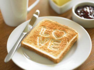 Um café da manhã romântico pode ser feito de várias maneiras, se você é um companheiro (a) romântico e deseja fazer algo diferente em uma manhã não deixe de conferir aqui as dicas que trouxemos. Tudo depende do gosto da pessoa, ou seja, do que ela gosta de comer, mas a decoração em si não […]