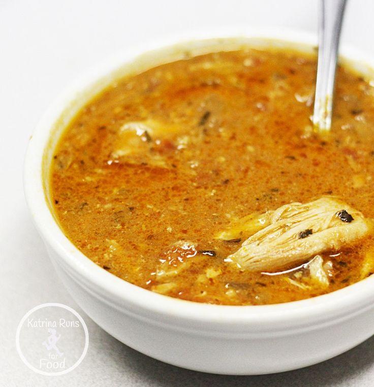 Sopa de tomate con pollo