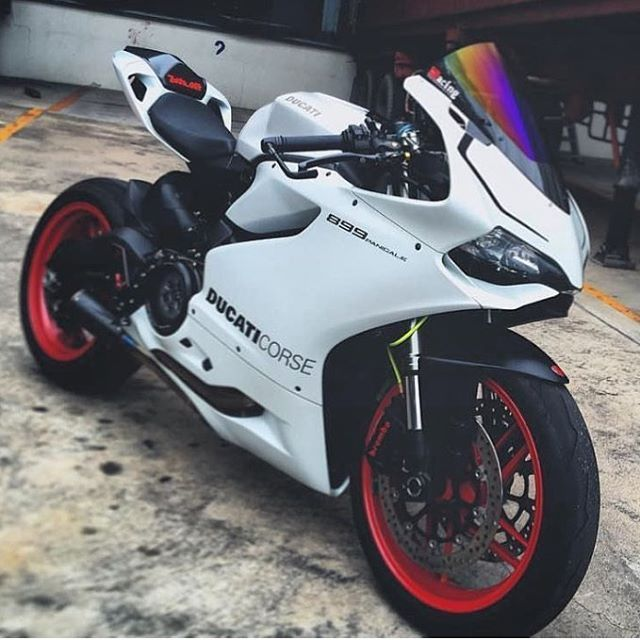Arctic White Silk Photo: @c.hong1027 #ducatistagram #ducati #899 #panigale