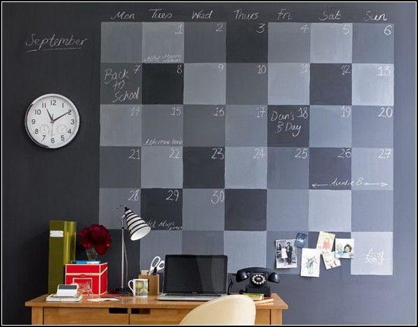 Настенный календарь для рисования мелками