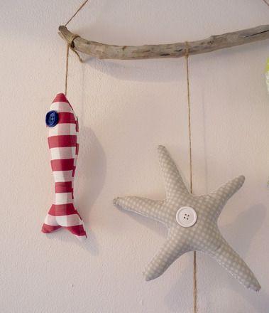 Giustrina a tema marino per la cameretta dei bambini. I pesci, la stella marina e il polpo sono molto simpatici! I tema marino crea una speciale atmosfera per la camaretta dei bam - 15243677
