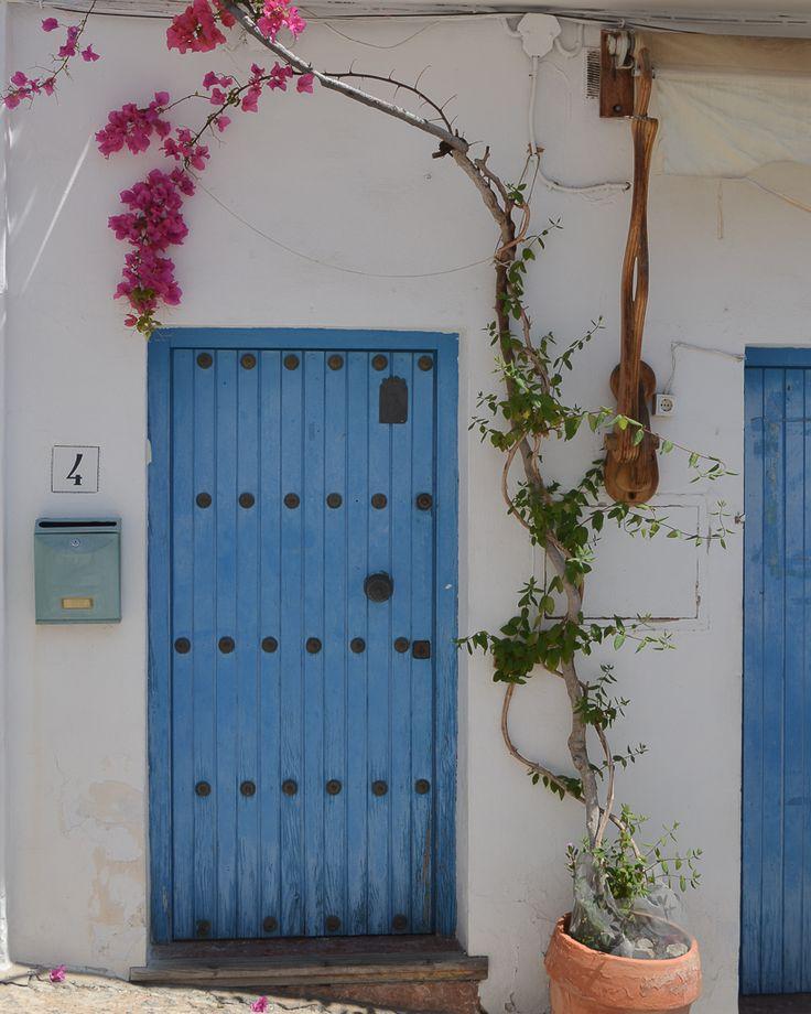 Frigiliana: de los pueblos blancos más lindos de España / Vero Palazzo - Home Deco Nerja, Palazzo, Wreaths, Doors, Home Decor, Shades Of Blue, Restaurant Bar, Waterfalls, Windows