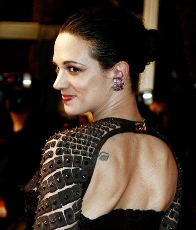 """Asia Argento con il suo """"terzo occhio"""" tatuato sulla schiena.- Sfoglia l'album di Cannes 2012"""