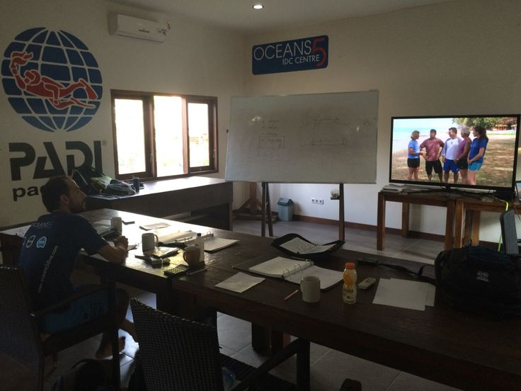 PADI IDC staff Instructor Course at Oceans 5 Gili Air with PADI Course Directors Sander and Giny!   #padi #padiidc #padigili #staffinstructor #idcstaff #diveibatructor #giliair