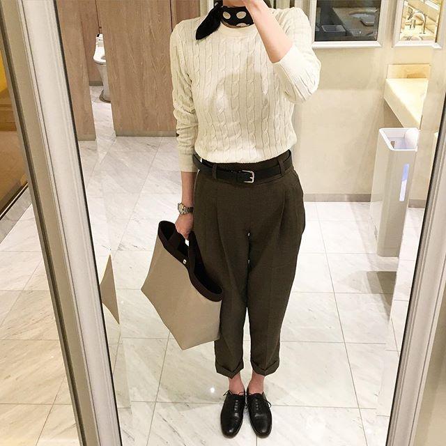 aoiumi_blue2016年3月3日 木曜日 晴れ * こんにちは。 * 今日は暖かくなるとの予報でしたのでパンツを下ろしました。 * 先日の妄想コーデとはニットとバッグが違いますが、ちゃんとスカーフも巻いてみました * 見えるかしら? * #マーガレットハウエル #margarethowell #フォックスブラザーズ #foxbrothers #エルベシャプリエ #hervechapelier #ユニクロ #uniqlo #ユニ女 #ユニジョ #お気に入り #favorite #着画 #着画くら部 #着画倶楽部 #着画くらぶ #着画クラブ #着回し #着回しコーデ #シンプル #simple #シンプルコーデ #simplecode #コーデ #code #今日のコーデ #コーディネート #coordinate #今日のコーディネート