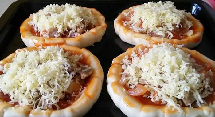 Pizza Mini Ekonomis By Yunda Yun Pizza Merupakan Makanan Khas Italia Yang Terkenal Ke Seluruh Mancanegara Jenis Makanan Yang Pada Da Makanan Resep Pizza Resep