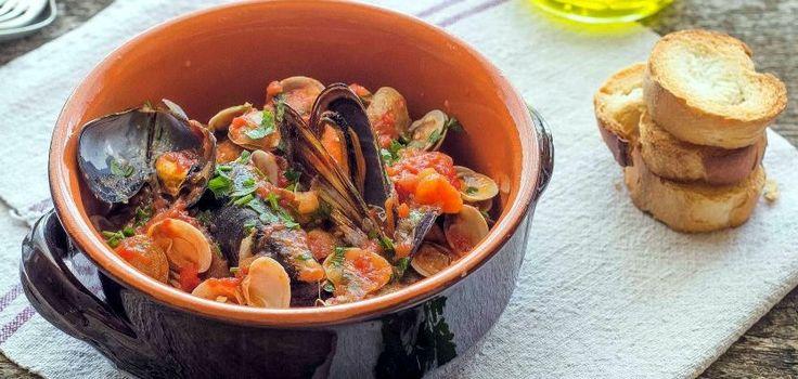 Zuppa piccantina ai frutti di mare con Falerno del Massico http://buff.ly/2pQQq4V #vino #ricette #vinoitaliano #recipe