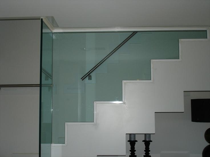 La barandilla se decidio en cristal por razones de - Decoracion paredes escaleras ...