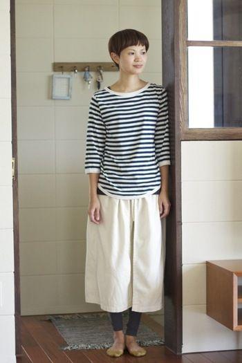自宅では楽であることが重要ですよね。 でもジャージはイヤ! 無印のナチュラルなスカートは自宅で履いていてもオシャレと楽の良いとこ取りです。