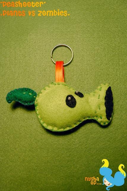 Peashooter felt keychain by NyshaHCShop, via Flickr
