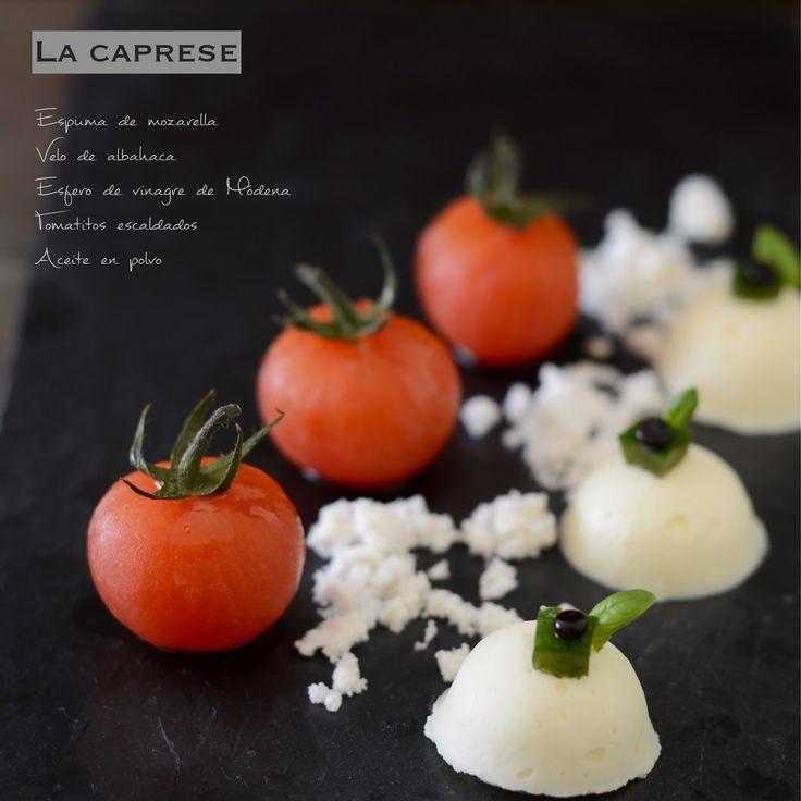 Diferentes texturas para elaborar una versión de la Caprese, la ensalada italiana por excelencia, sencilla pero fantástica: tomates...