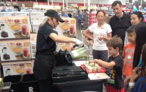 Must #Arizona child labor laws apply? 8-year old will work for free as @vitamix official taste tester at @costco !