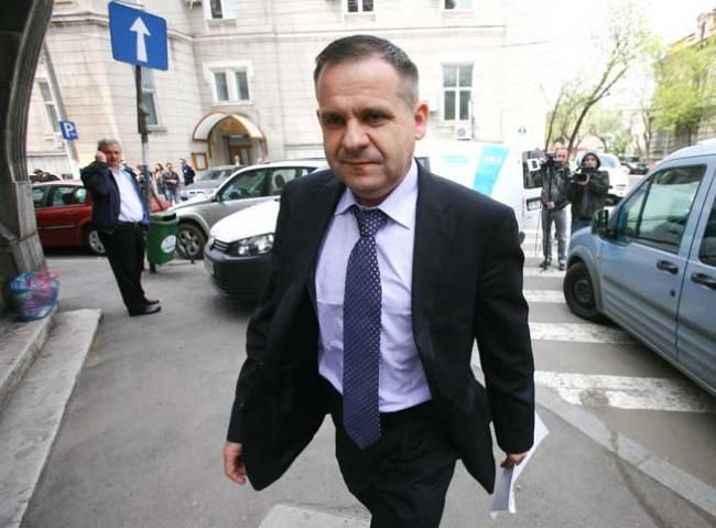 """Lawyer Gheorghiţă Mateuţ has defended important politicians in cases of corruption and other penal mathers, earning him a """"five star"""" rating from justice seekers."""