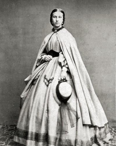 Civil War Photo Print Woman Lovely Dress, Cloak. Medici belt, nice hatDresses Cloaks, Love Dresses, Photos Prints, Wars Era, Prints Woman, Civil War Photos, Wars Dresses, American Civil, Civil Wars Photos