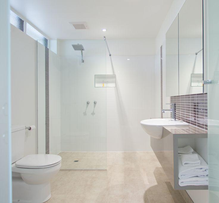 Latrobe hotel bathroom