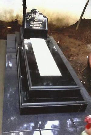 kijingan granir makam umum kontak kami :  03183315430  081357603030  081515441030
