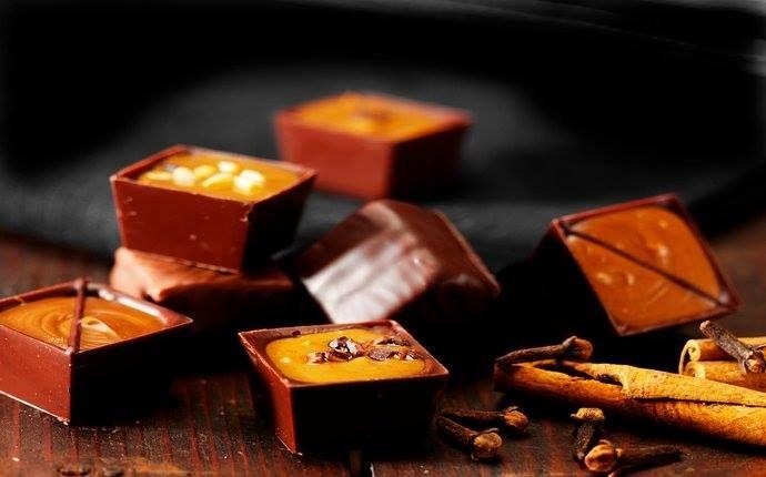 Chokolade. Chokoladegaver, lakrids, gavekurve og firmagaver. Gourmet og chokolade til dig selv