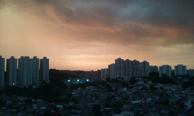 Fim de tarde no outono,  Taboão da Serra.