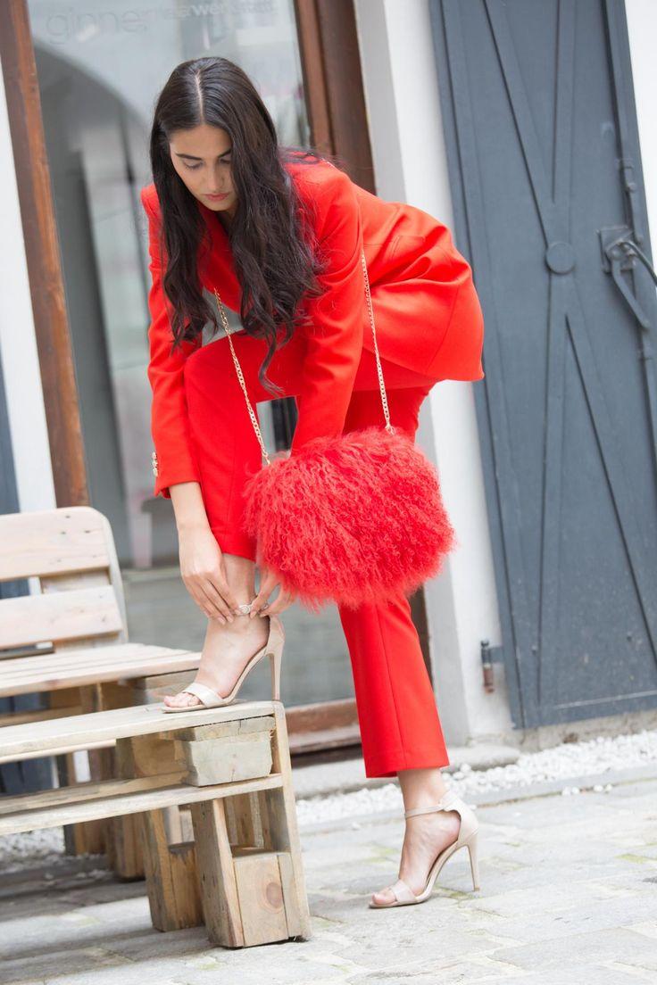 EYES ON MISHA Boho Bag Mongolian Fur red Bag #eyesonmisha #red #furbag #bags #mongolianfurbag