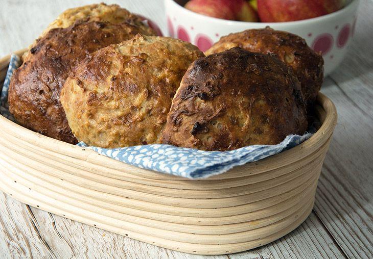 Havregrynsboller med æble og dadler