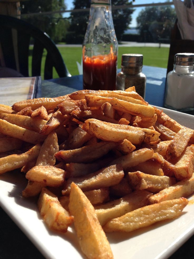 Fresh chips on a motorcycle ride along Lake Simcoe at the Orchard Beach Grill in Keswick.