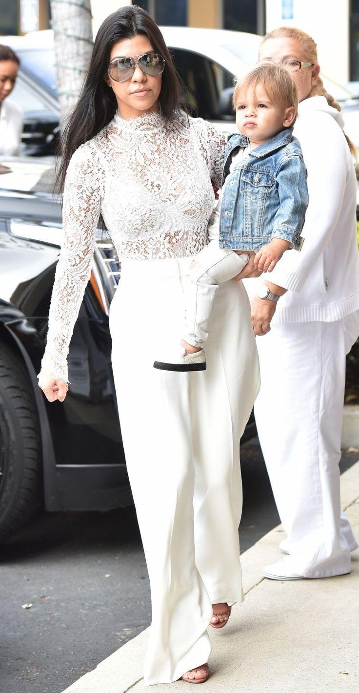 Nu s-au dezis nici anul acesta. Familia Kardashian, parada modei la slujba de Paste. Cum s-au imbracat la biserica - www.perfecte.ro