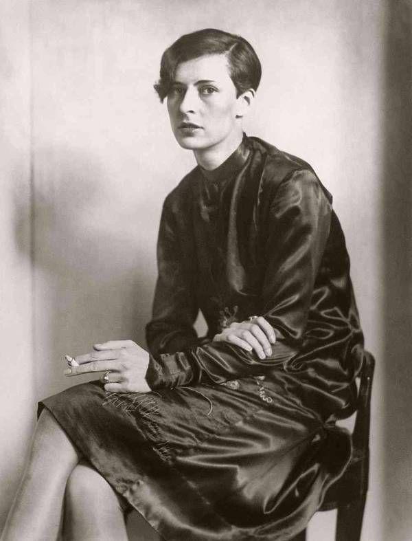 August Sander, Sekretärin beim Westdeutschen Rundfunk in Köln, 1931, Gelatinesilberabzug, Die Photografische Sammlung/SK Stiftung Kultur-August Sander Archiv, Köln