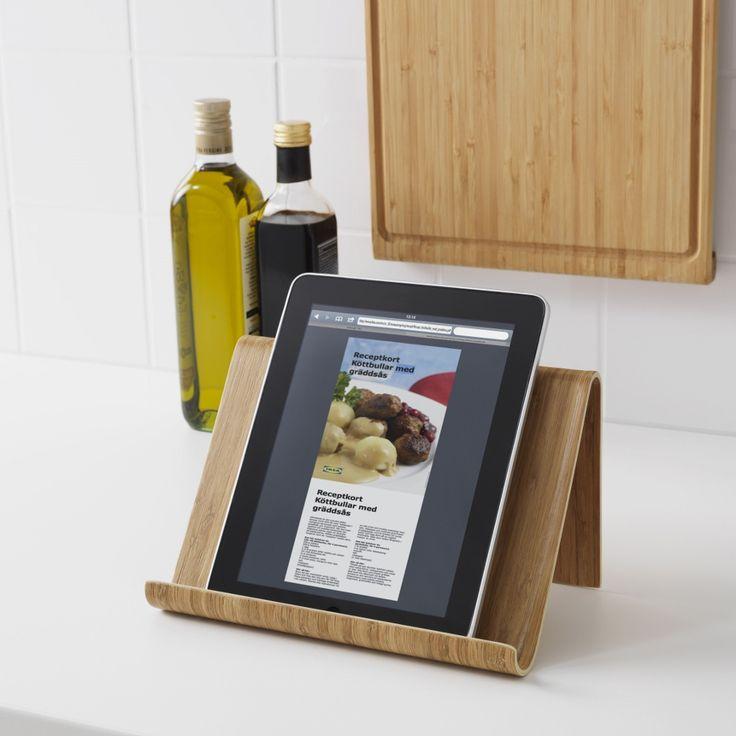 Handige tablethouder voor je digitale kookboek in de keuken - Ikea Rimforsa serie keukenaccessoires