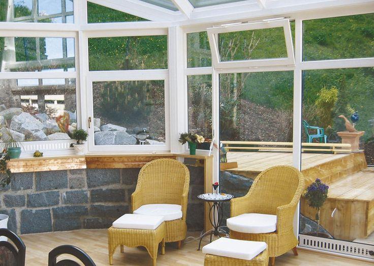verande finstral Il ricambio d'aria è indispensabile per creare un clima gradevole all'interno della veranda. Le finestre integrate nel tetto vi garantiscono un'efficiente ventilazione.  I nostri sensori di temperatura e di pioggia provvedono automaticamente a riequilibrare il clima ambientale, sia d'estate che d'inverno: un aspetto importante che vi assicura il massimo comfort e benessere.