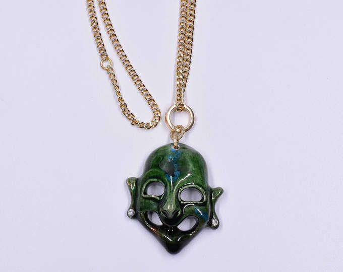 Collana maschera apotropaica in ceramica verde argento alluminio