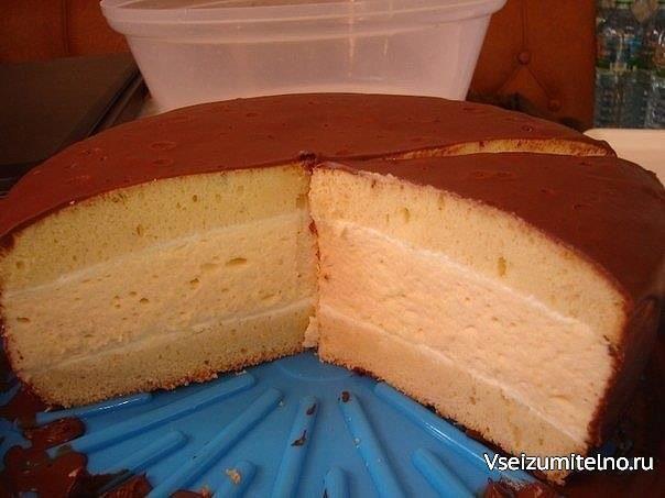 """Торт """"Птичка"""" в мультиварке  Еще 1 вариант """"Птичьего молока"""", назван так для отличия от других творений)) :D   Для коржа(стакан 200 гр): 4 яйца 1 ст сахара 50 гр размягченного сливочного масла 1 ст+2 ст.л. просеянной муки 2 стаканчика(по 125 гр) простого йогурта(для пропитки) Для суфле: 5 яиц 1/2 ст сахара 100 гр размягченного сливочного масла 100 мл молока 15 г желатина 75 мл холодной воды 1/2 ст.л. муки цедра 1/3 лимона(по желанию, кол-во по вкусу)  Готовим корж: Белки(охлажденные) взбить…"""