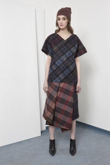 AW15 LOOK08 - VIONA top / VIONA skirt / AMI cap