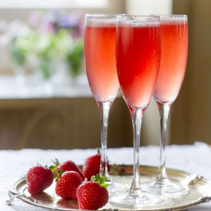 Valentine's Day Breakfast: Strawberry Mimosas