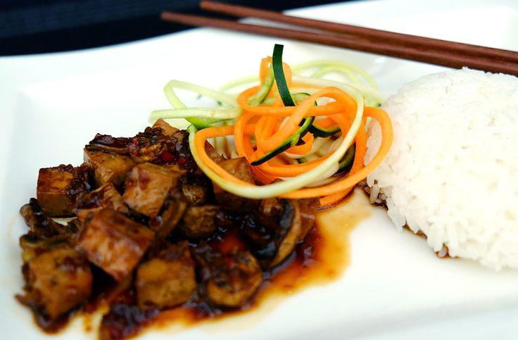 Marinerad tofu med svamp i söt chilisås.