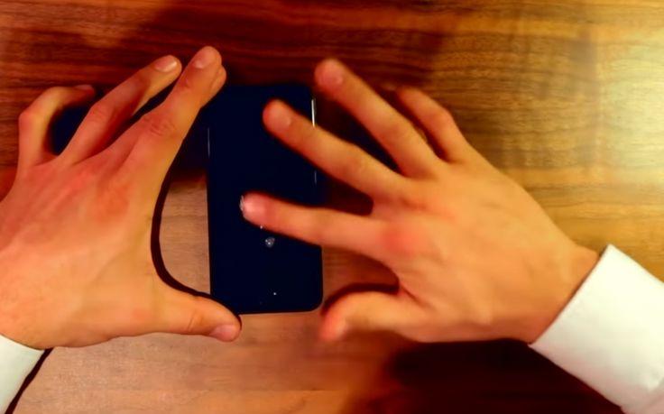 Wie heeft het niet gehad, zo'n lange onverklaarbare scheur die plots je smartphonescherm verziekt? En hoe voorzichtig je ook bent, het glas wordt na een paar maanden bijna altijd al ontsiert door een paar flinke krassen. Als we de twee heren van de startup ProtectPax moeten geloven, zou dat binnenkort wel eens verleden tijd kunnen […]