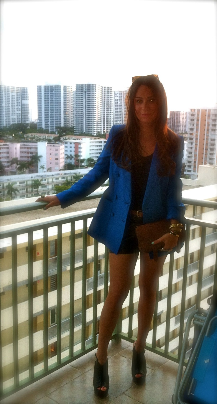 Vacation style- blue Stella McCartney blazer adds a tropical pop of color