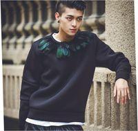 Mens maglioni degli uomini modelli esplosione maglione del pullover 2015 autunno nuova eleganza piuma cuciture spazio di progettazione girocollo in cotone