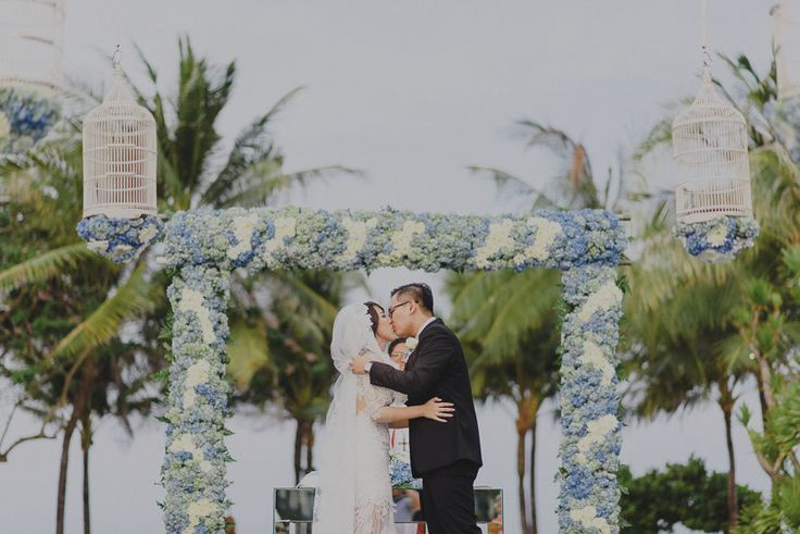 This is incredible! Unique work by  The Royal Santrian Luxury Beach Villa http://www.bridestory.com/the-royal-santrian-luxury-beach-villa/projects/hendra-nesia-wedding-at-royal-santrian-bali